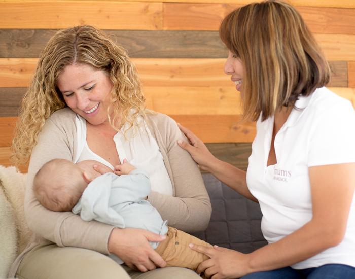 En las consultas lactancia materna Les Müms se realiza una valoración integral de la lactancia, de la madre y del recién nacido.